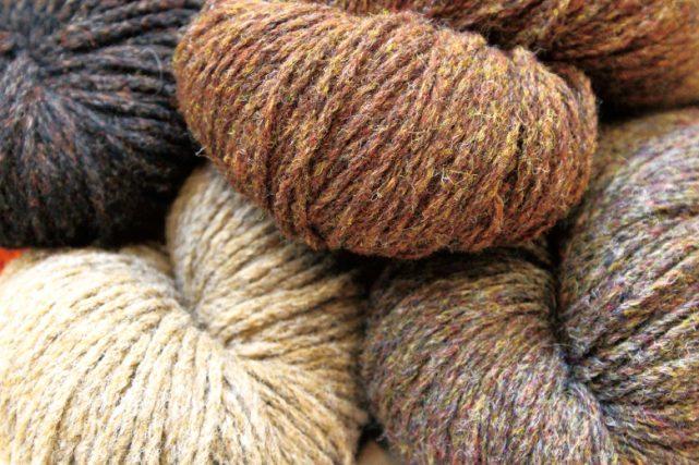 単色にみえる杢糸