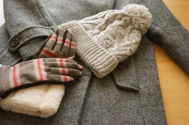 ウールのコートや帽子、手袋