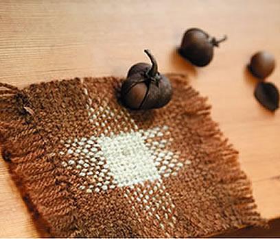 絣糸で作ったコースター